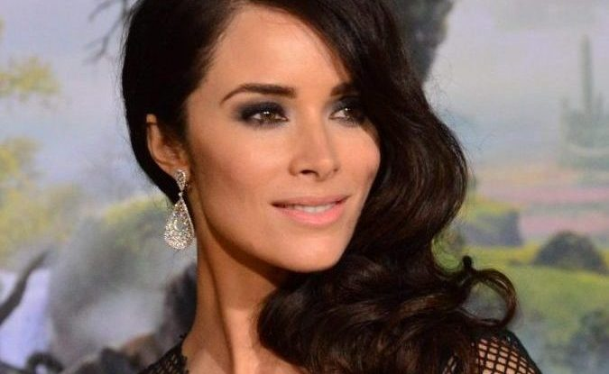 Abigail Spencer plays the shows protagonist, history professor Lucy Preston.