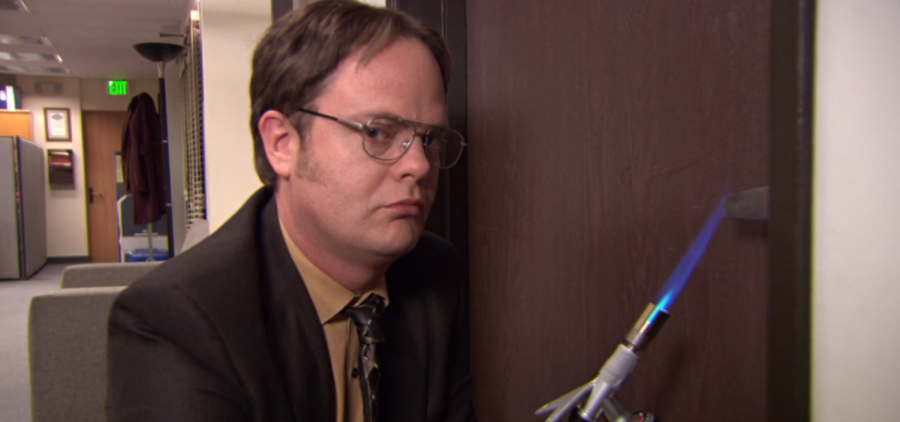Dwight+during+the+cold+open+on+%22Stress+Relief%3A+Part+1%22