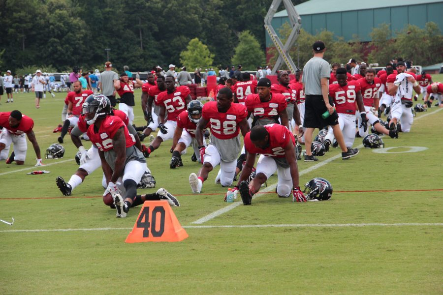 Atlanta+Falcon+players+stretch+before+practice.+