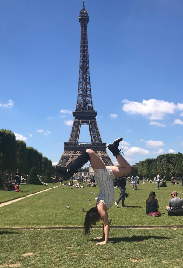 Hanan+in+Paris+showing+off+some+of+her+acro+skills+