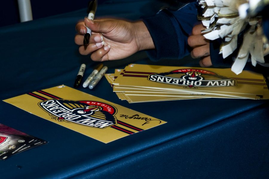 Pelicans+players+signing+New+Orleans+Pelicans+customized+cards