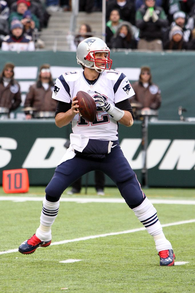 Tom Brady gets ready to throw a pass against the New York Jets