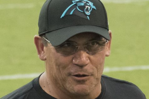 Ron Rivera speaks to his offensive coordinator about the previous play on Aug. 11, 2016 against the Baltimore Ravens.